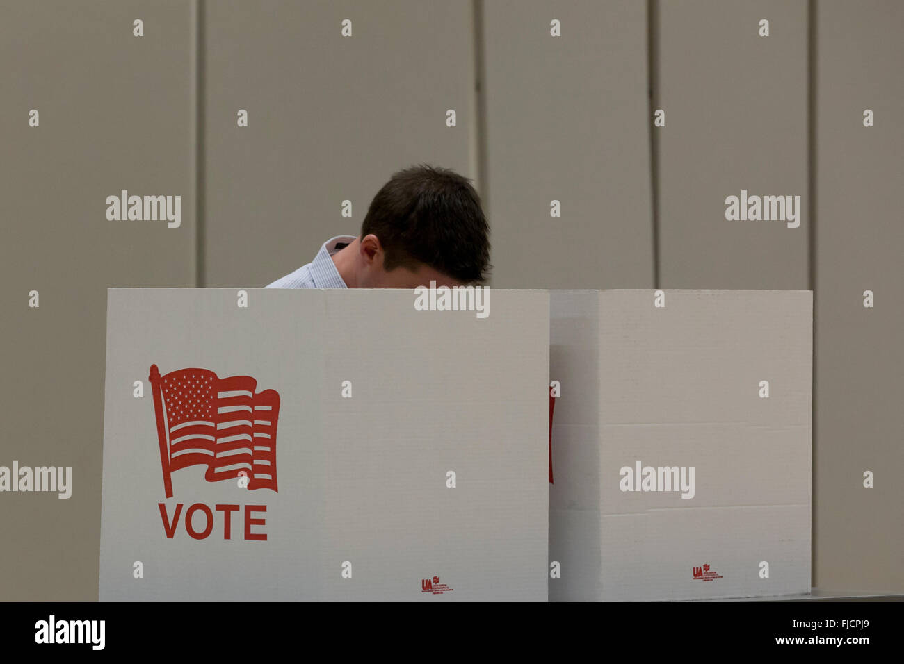 Arlington, Virginia, USA. 1st March, 2016. Virginians cast their votes in a pooling place for the US presidential - Stock Image