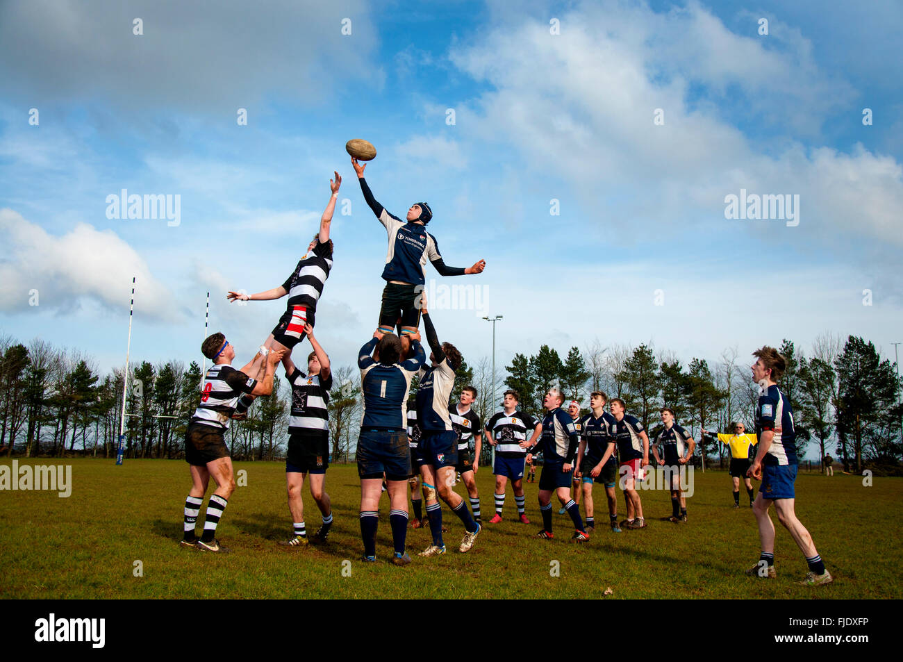 Under 16 age group rugby union match lineout between Walcot RFC and Avonvale RFC in Bath, UK - Stock Image