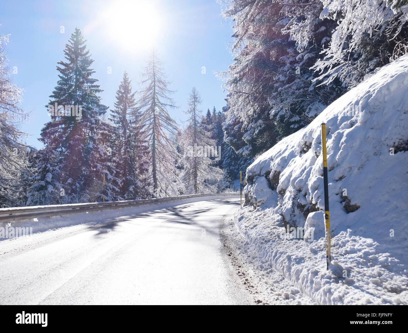 empty road snowy - Stock Image
