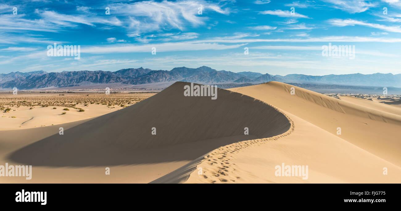 Mesquite Flat Sand Dunes, sand dunes, foothills of Amargosa Range Mountain Range behind, Death Valley Stock Photo