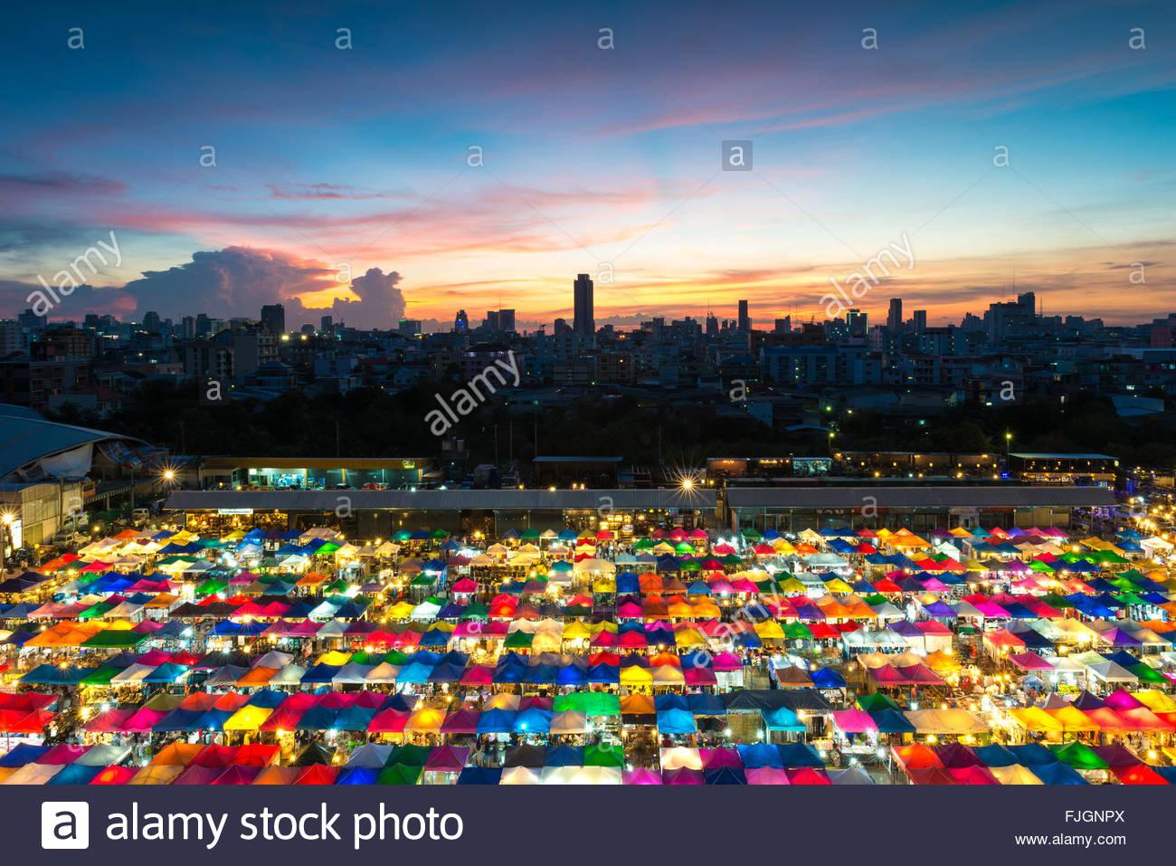 Bangkok night market - Stock Image