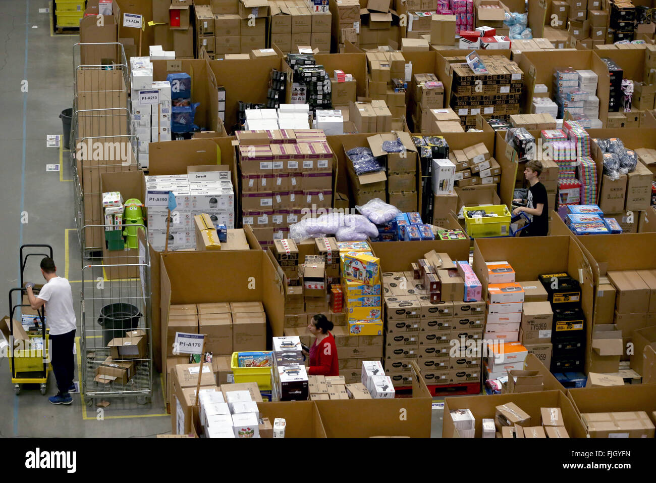 Page 2 Amazon Warehouse Uk High Resolution Stock Photography And Images Alamy