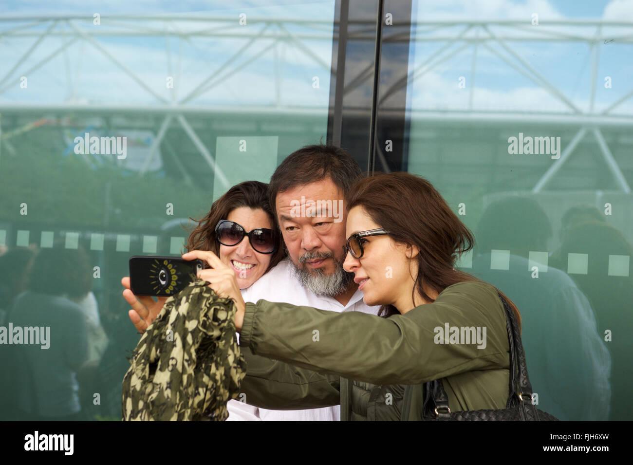 Aai Weiwei and two women doing a selfie - Stock Image