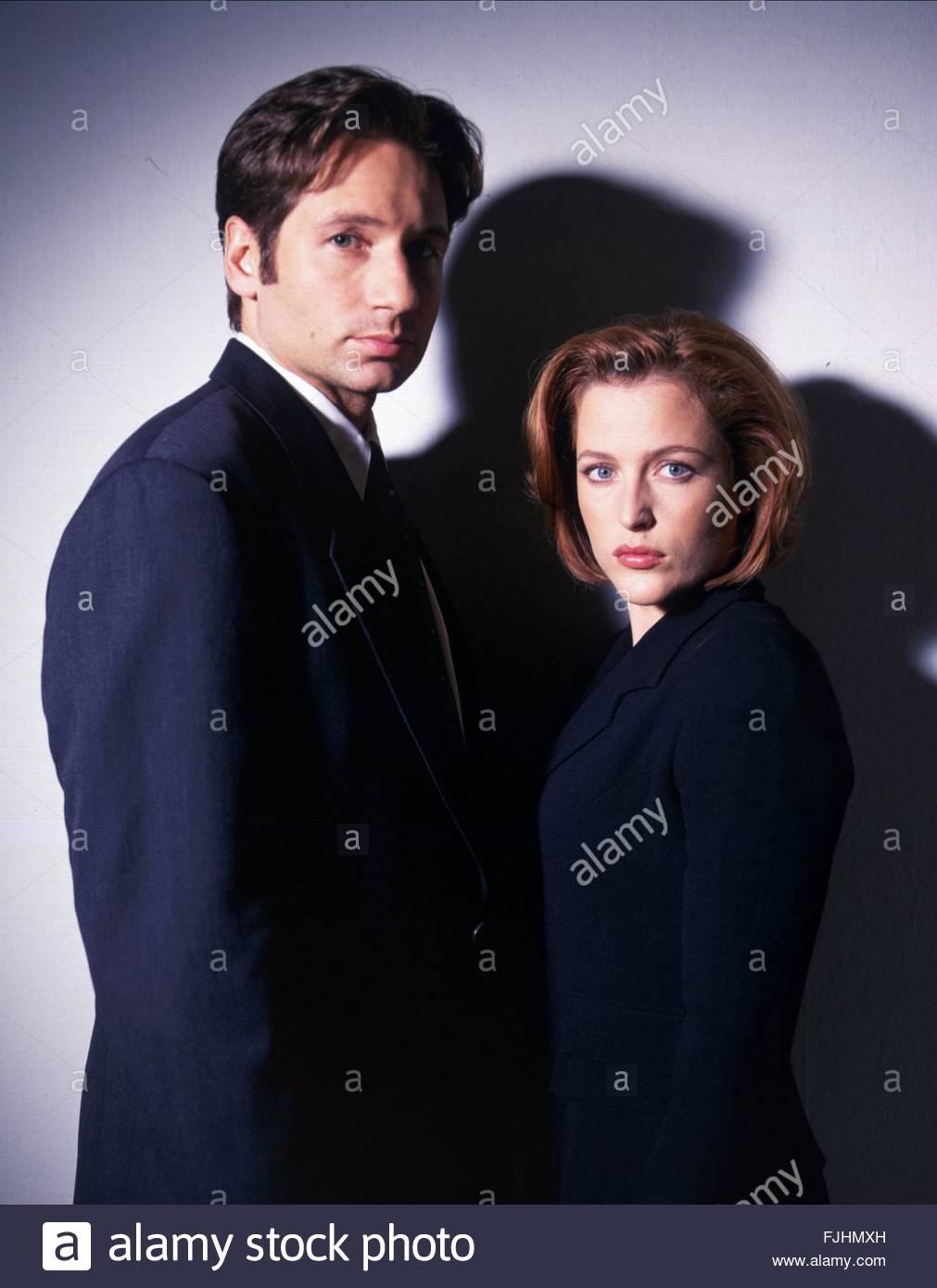 DAVID DUCHOVNY & GILLIAN ANDERSON THE X FILES (1993) - Stock Image