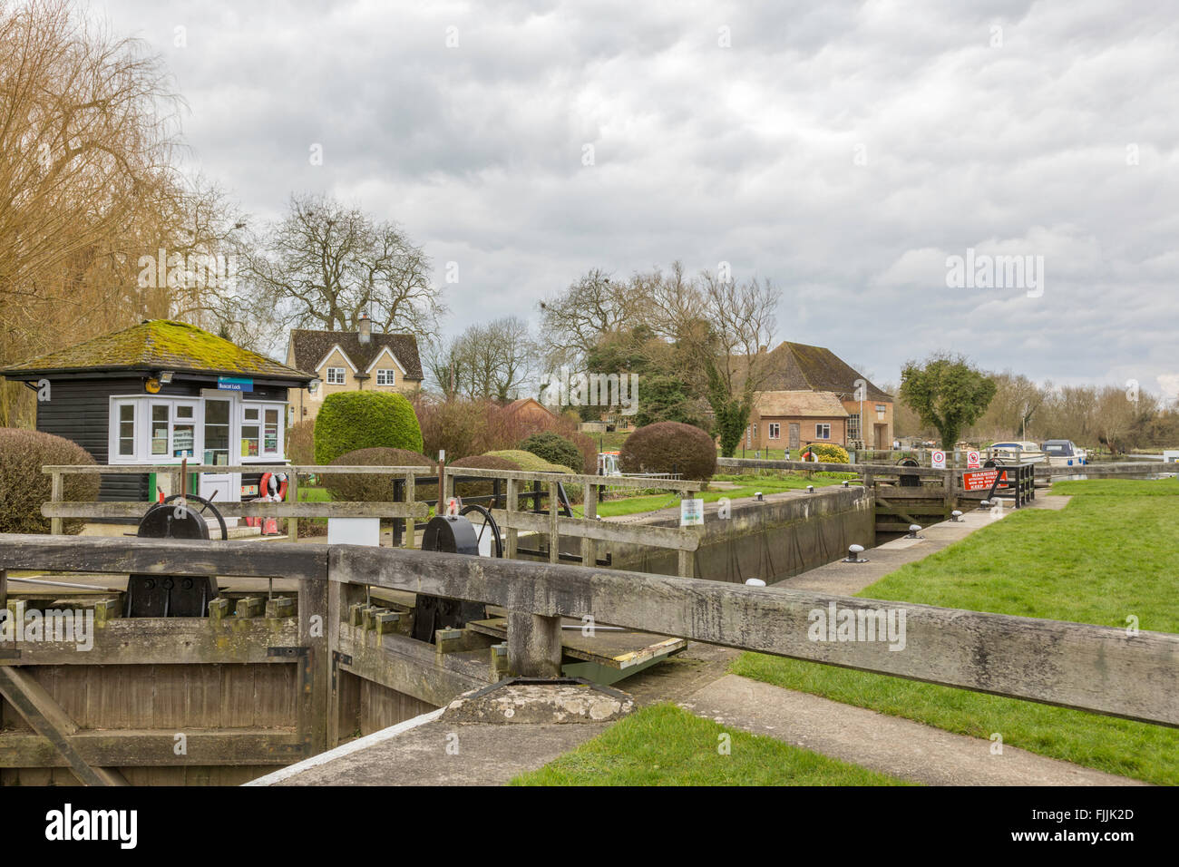 Buscot Lock and weir on the River Thames, Oxfordshire, England, UK Stock Photo