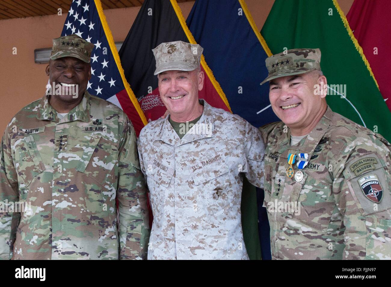 U.S Joint Chiefs Chairman General Joseph Dunford, center, poses with outgoing Resolute Support Commander Gen. John - Stock Image