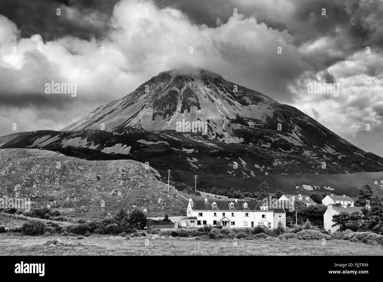 Mount Errigal & Dunlewy Village, County Donegal, Ireland - Stock Image