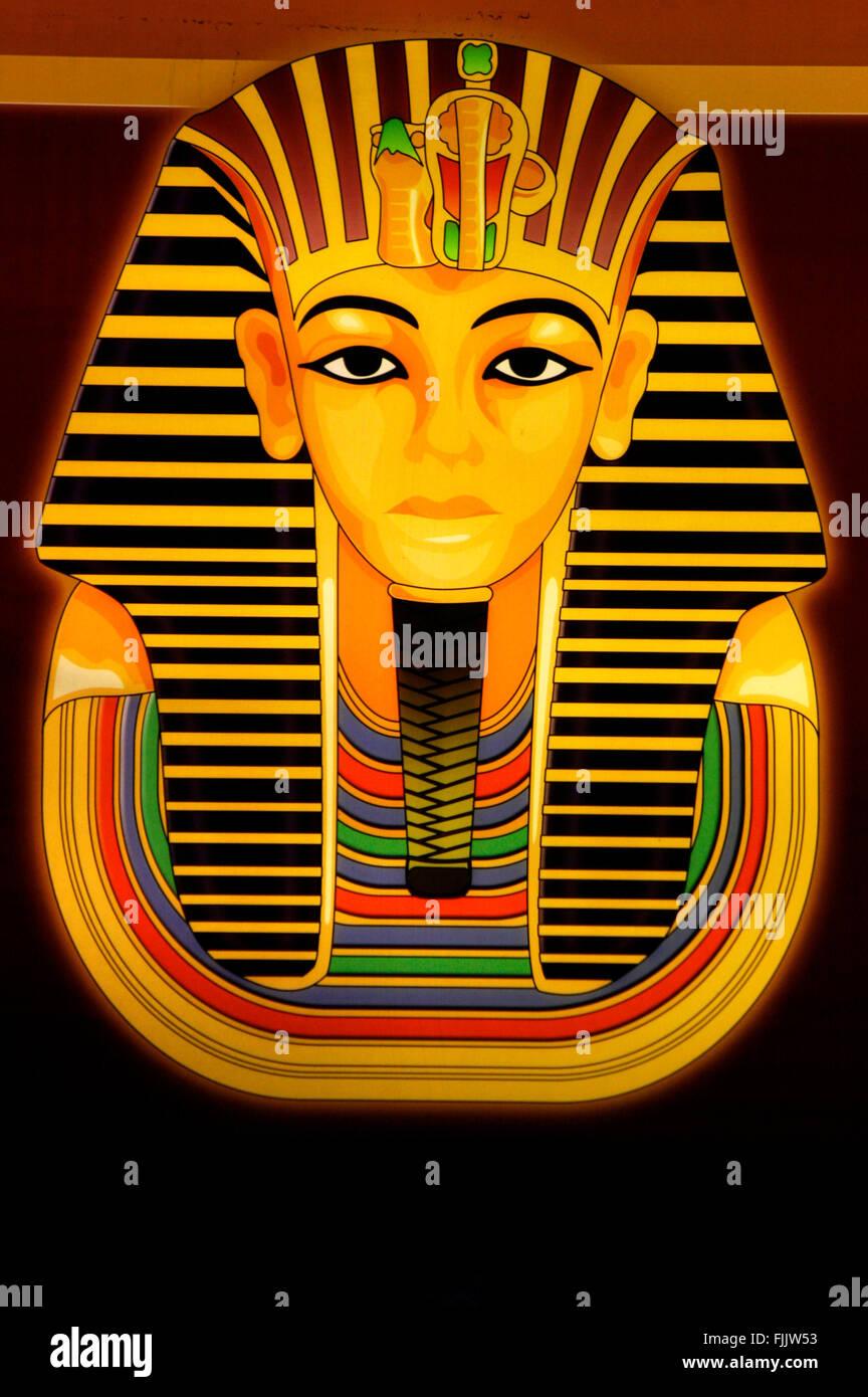 Leuchtreklame: Pharao 'Tut Ench Amun', Berlin. - Stock Image