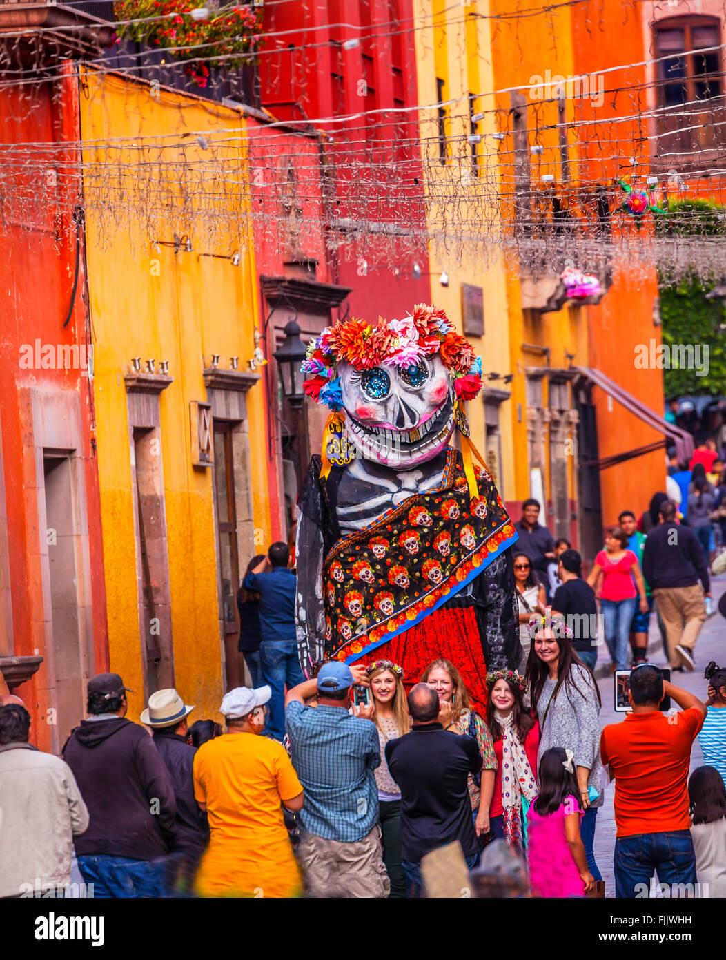 Tall Walking Puppet Mascot Tourists Jardin Town Square San Miguel de Allende Mexico. - Stock Image