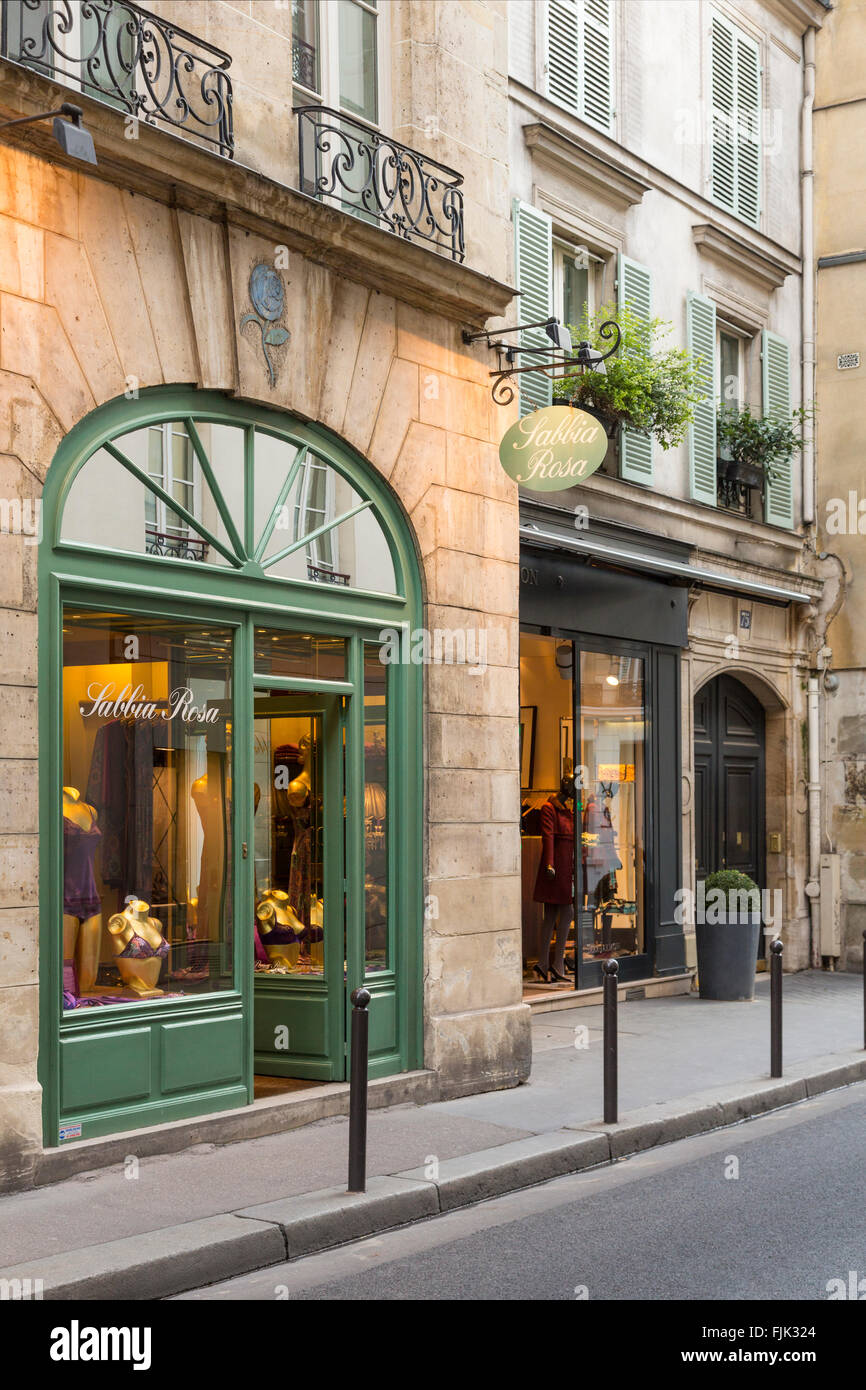 Trendy, stylish clothing boutiques on a side street in Paris, France - Stock Image