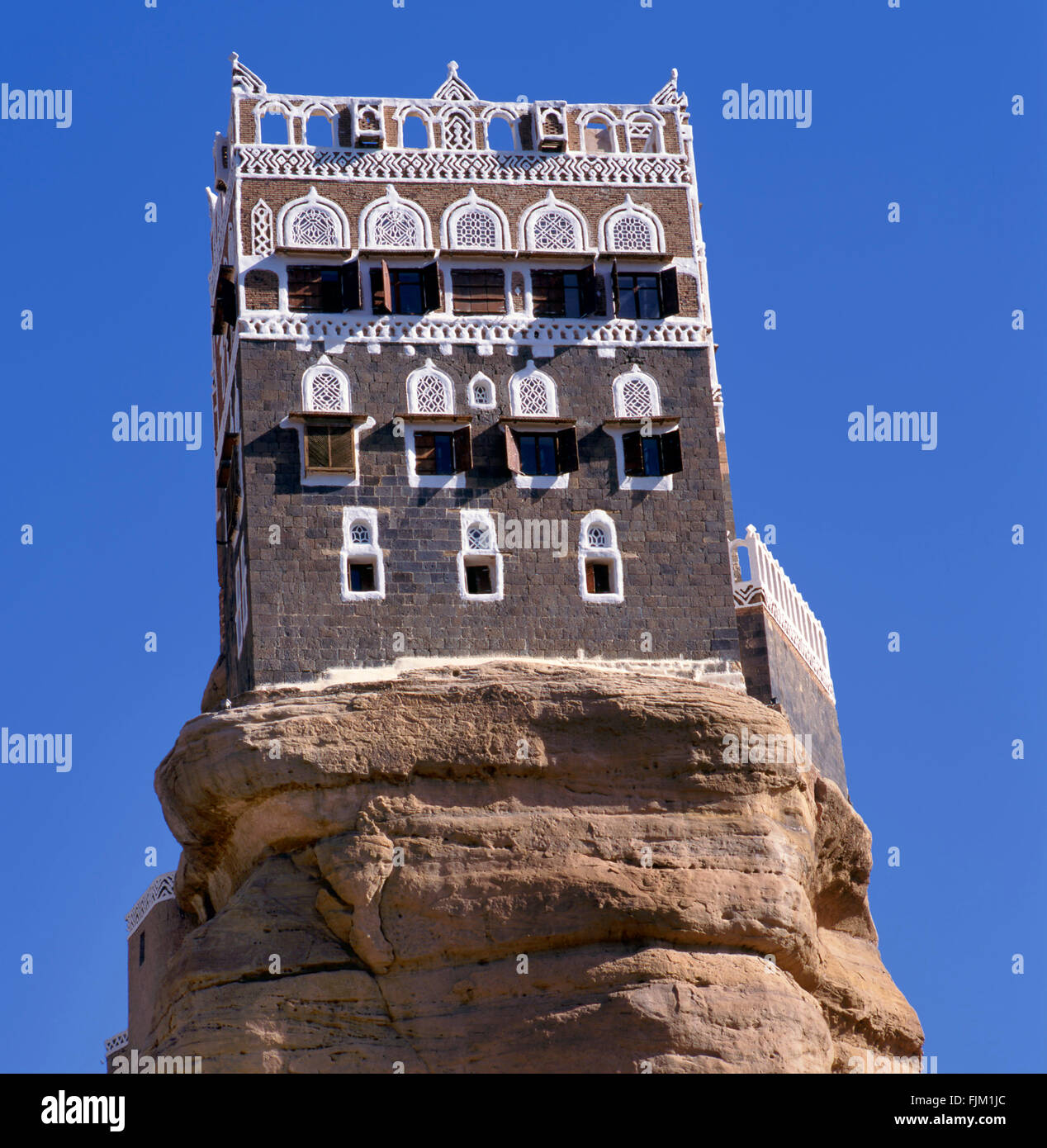 Summer palace of imam Yahya at the top of a rock in Wadi Dhar,Yemen - Stock Image