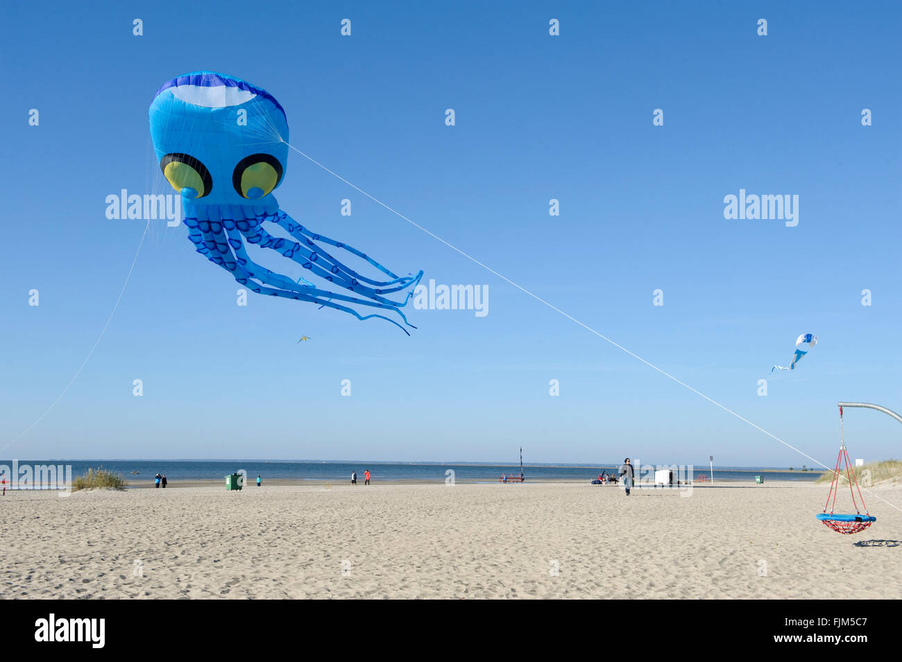 geography / travel, Estonia, Pärnu, beaches, kite in shape of an octopus, Additional-Rights-Clearance-Info - Stock Image