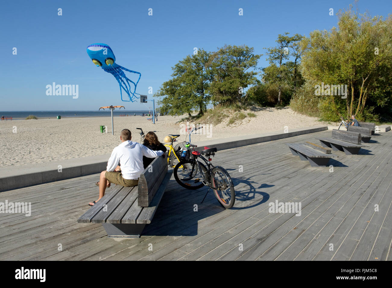 geography / travel, Estonia, Pärnu, beaches, couple watching kite in shape of an octopus, Additional-Rights-Clearance-Info-Not-Available Stock Photo