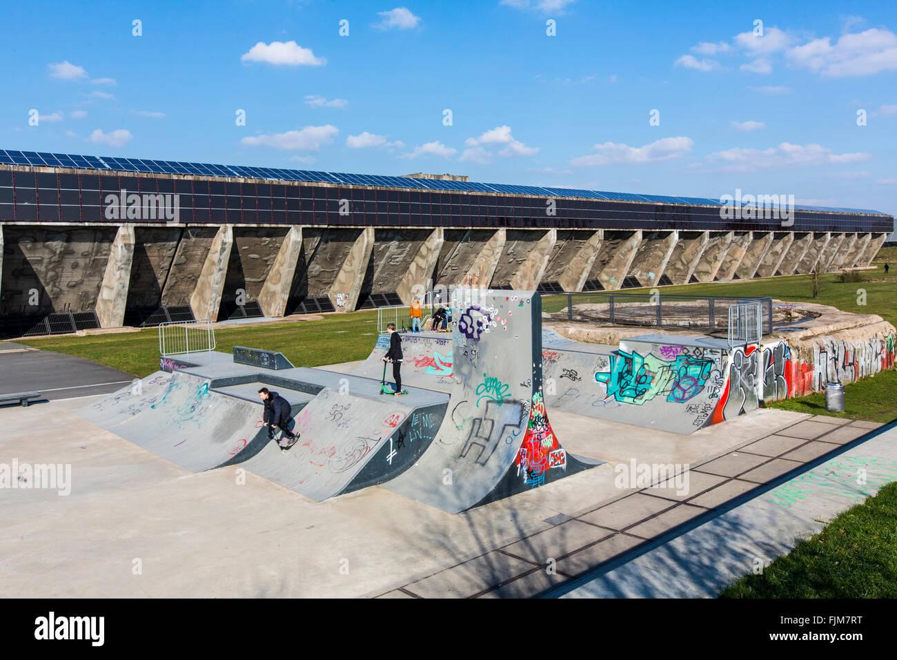 Schalker Verein, a former steelworks in Gelsenkirchen, Germany, Solar power plant on the old ore bunkers, skater - Stock Image