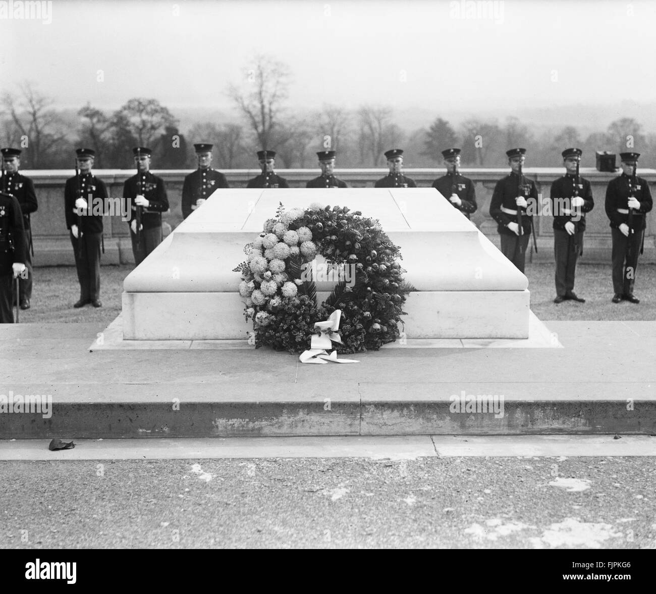Wreath at Tomb of Unknown Soldier, Armistice Day, Arlington National Cemetery, Arlington, Virginia, USA, circa 1922 - Stock Image