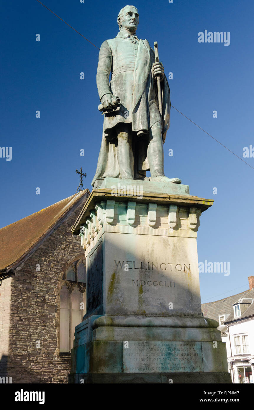 Statue of the Duke of Wellington in the centre of Brecon, Powys by John Evan Thomas - Stock Image