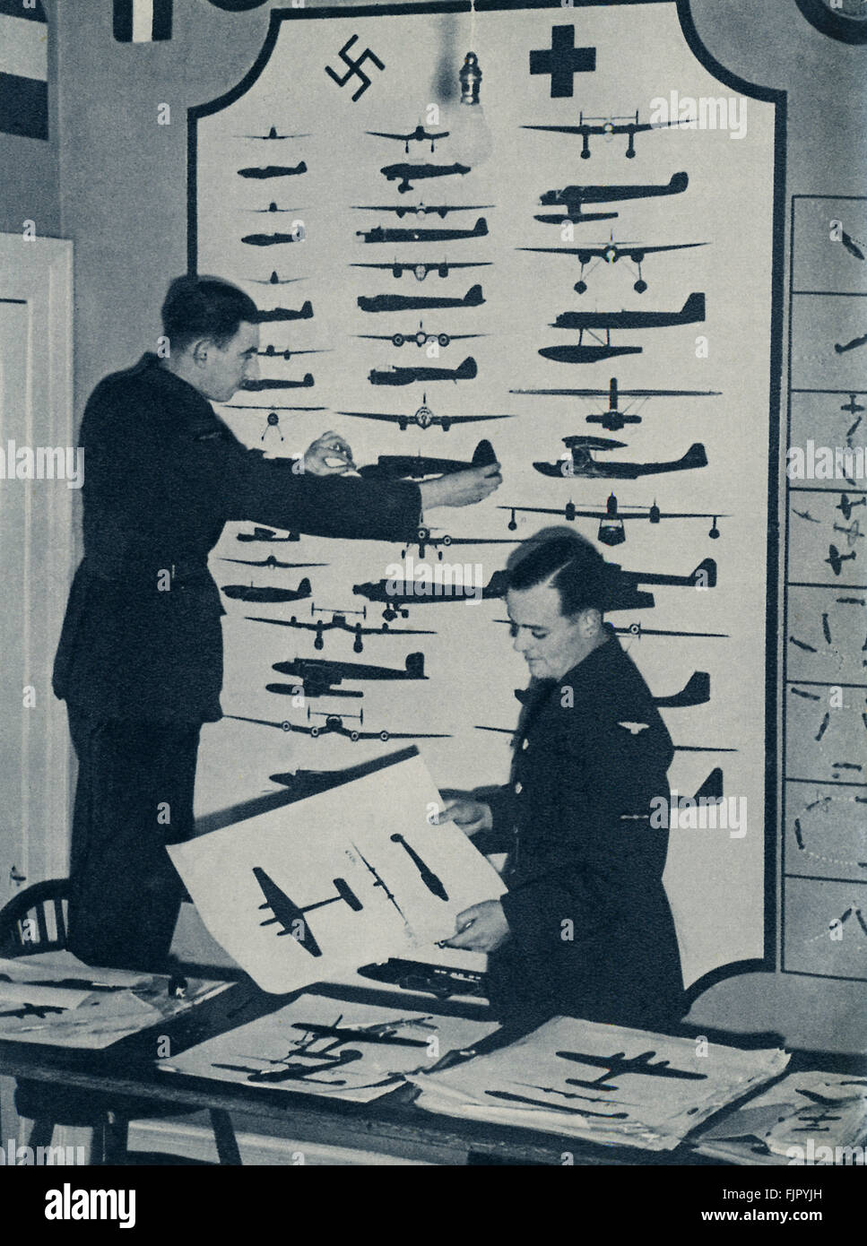 Air cadets ,c.  1940. WWII 1940 at an air force training camp. Cadets at work in the Aircraft Recognition Room - Stock Image