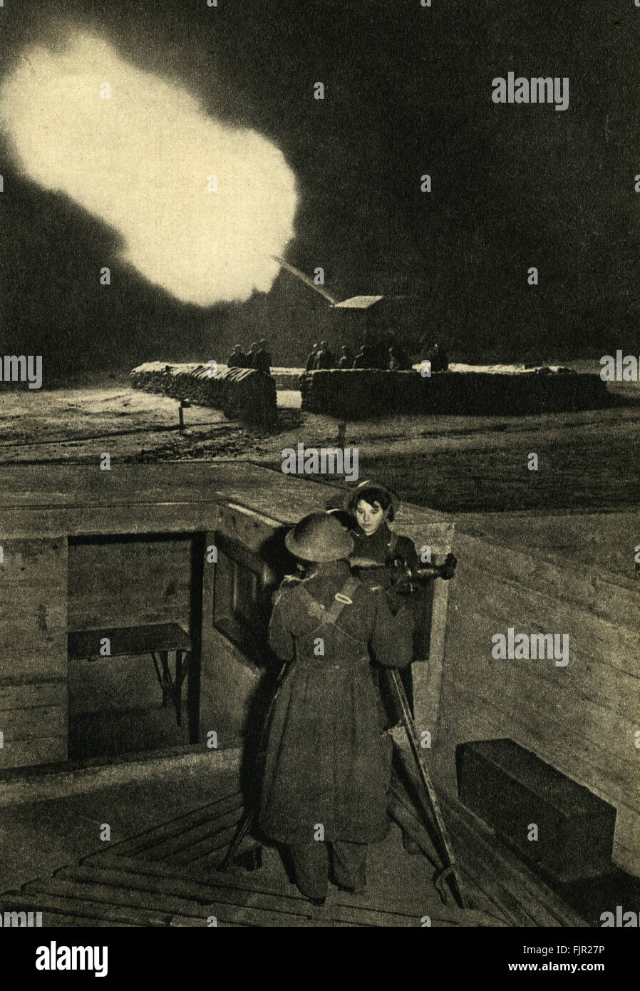 Anti-aircraft women of the Auxilliary Territorial Service / ATS operating an identification telescope. - Stock Image
