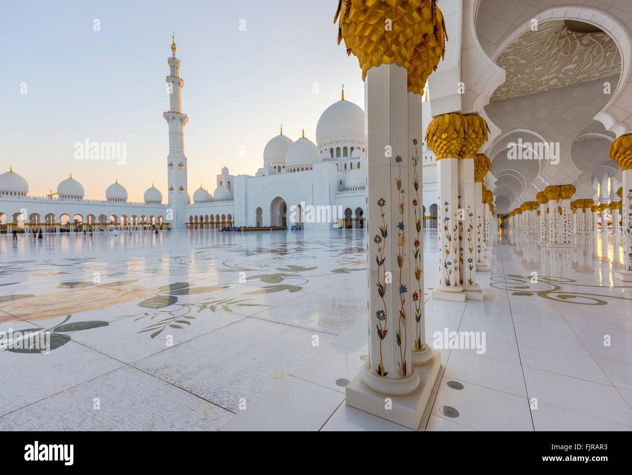 Courtyard of the Sheikh Zayed Mosque, Sheikh Zayed Grand Mosque, Abu Dhabi, Emirate of Abu Dhabi, United Arab Emirates - Stock Image