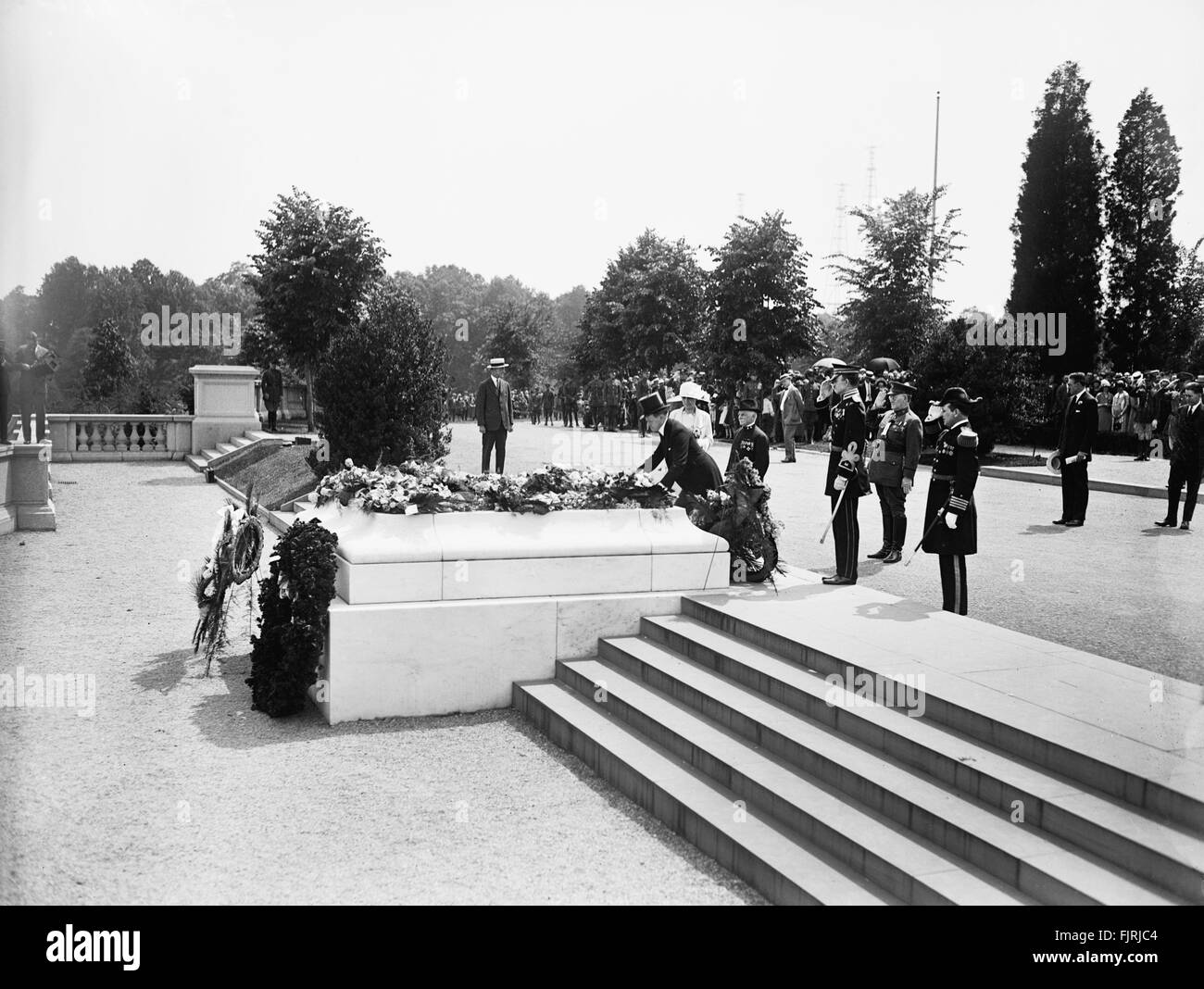 U.S. President Calvin Coolidge Laying Wreath at Tomb of Unknown Soldier, Arlington National Cemetery, Arlington, - Stock Image