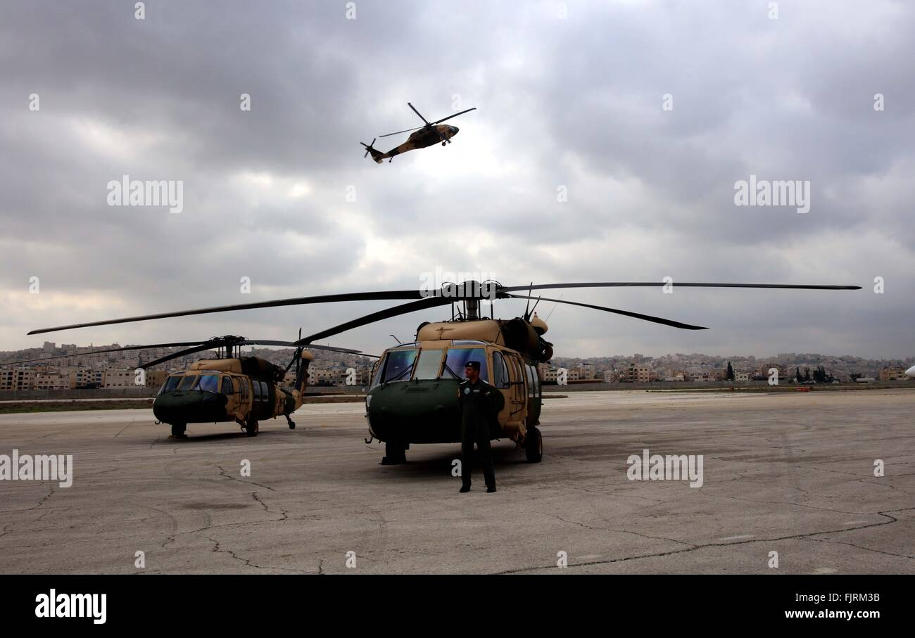 (160303) -- AMMAN, March 3, 2016 (Xinhua) -- A Jordanian pilot stands by a helicopter during a handover ceremony - Stock Image