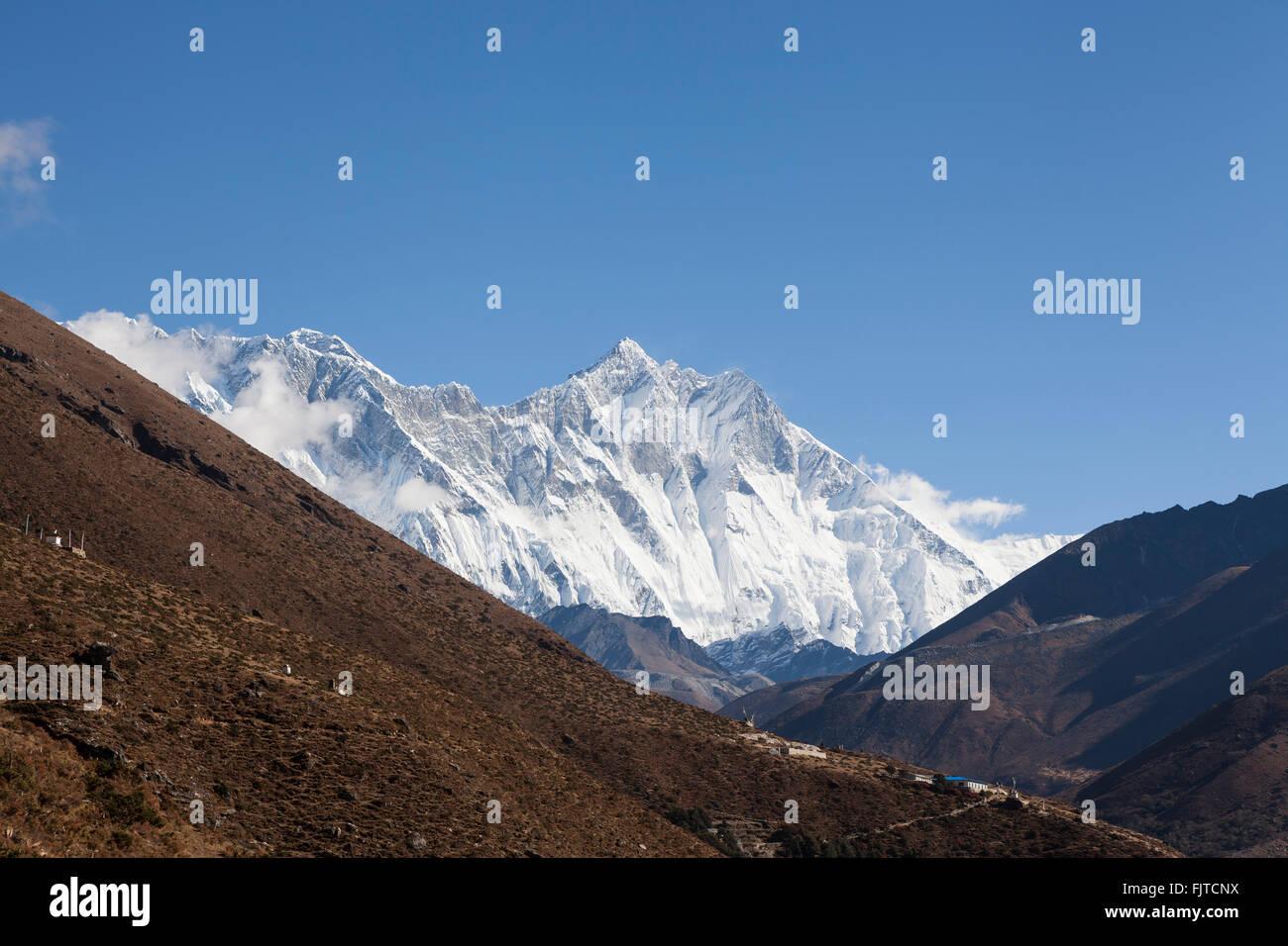 Everest and Lhotse. Sagarmatha National Park. Solukhumbu District. Nepal. - Stock Image