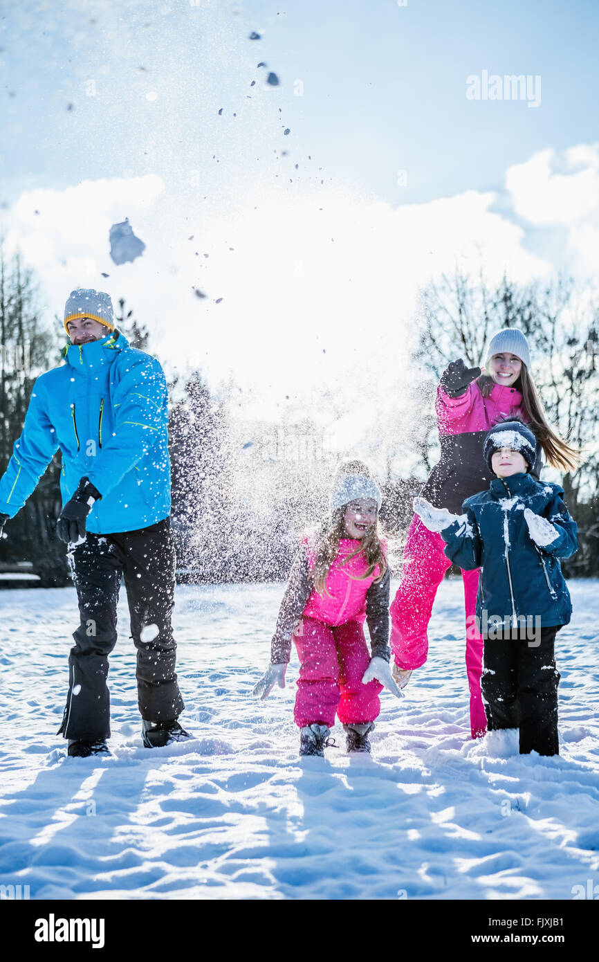 Family throwing snowballs - Stock Image