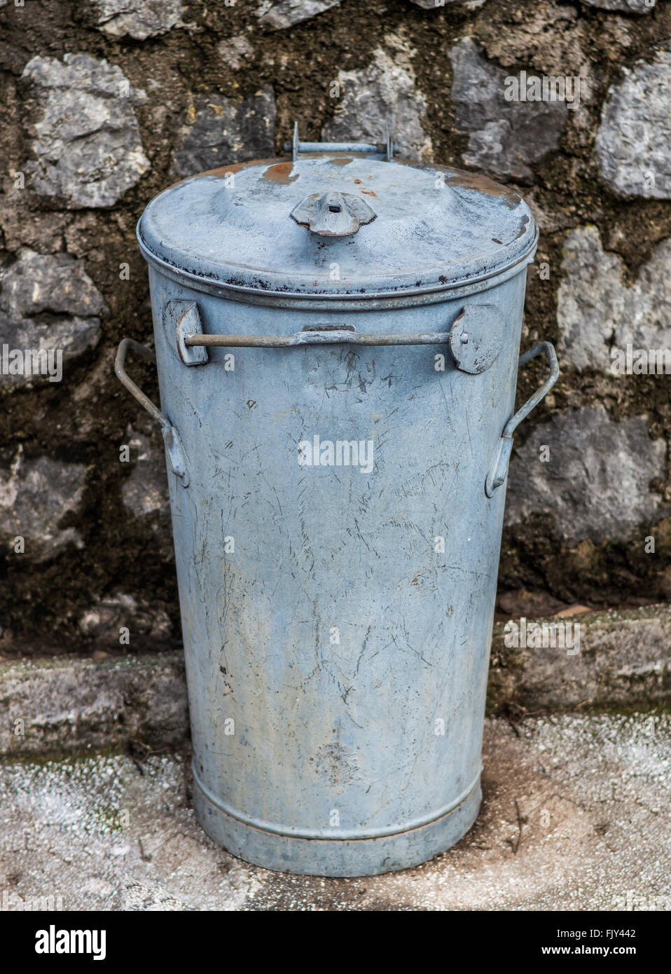 Old rusty metal garbage bin - Stock Image