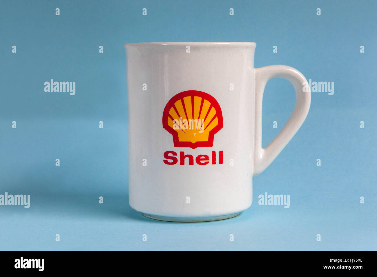 cup, gift item shell oil company, logo, sign - Stock Image