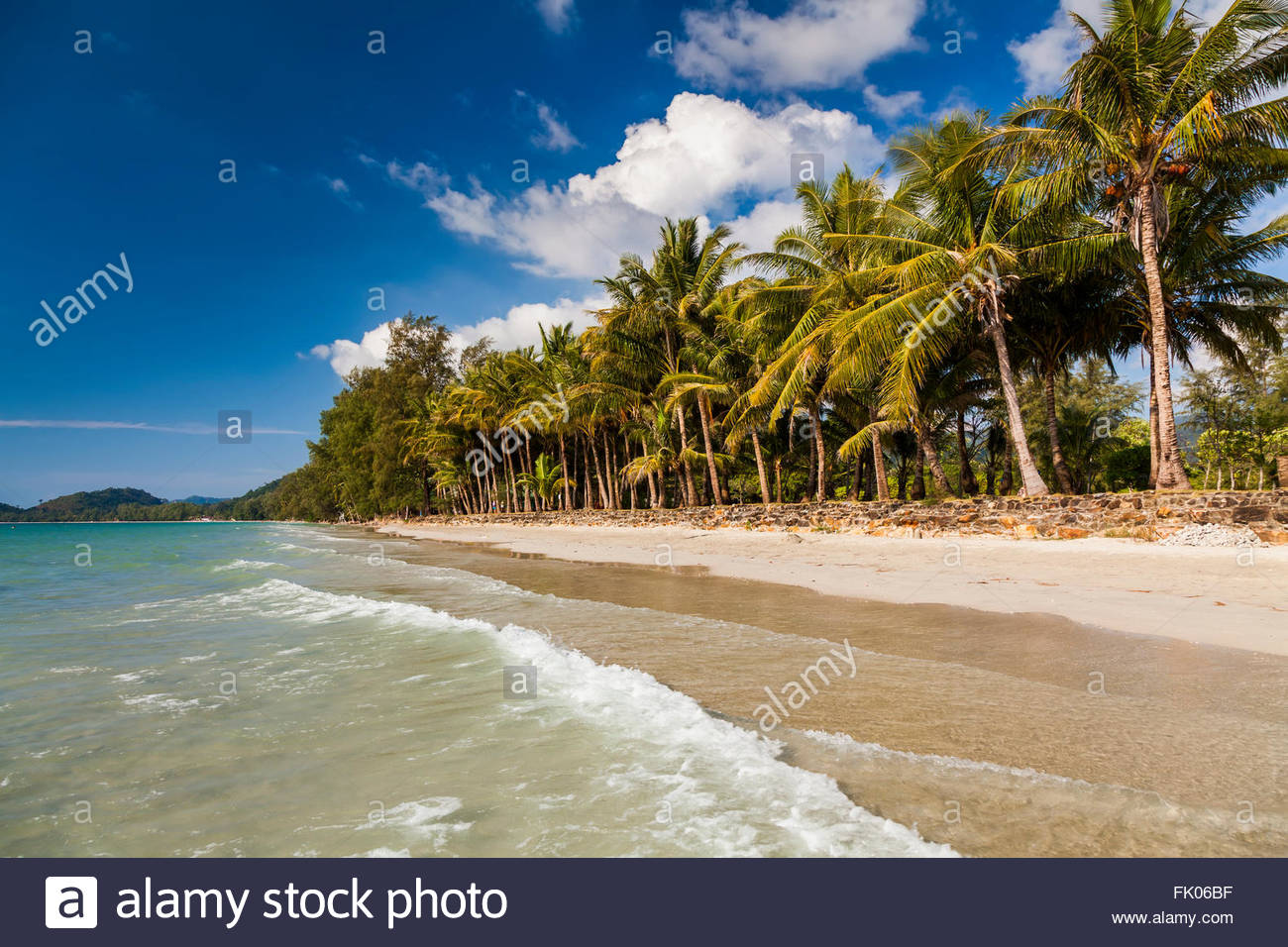 Tropical landscape with coconut palms and sandy beach. Koh Chang. Thailand. - Stock Image