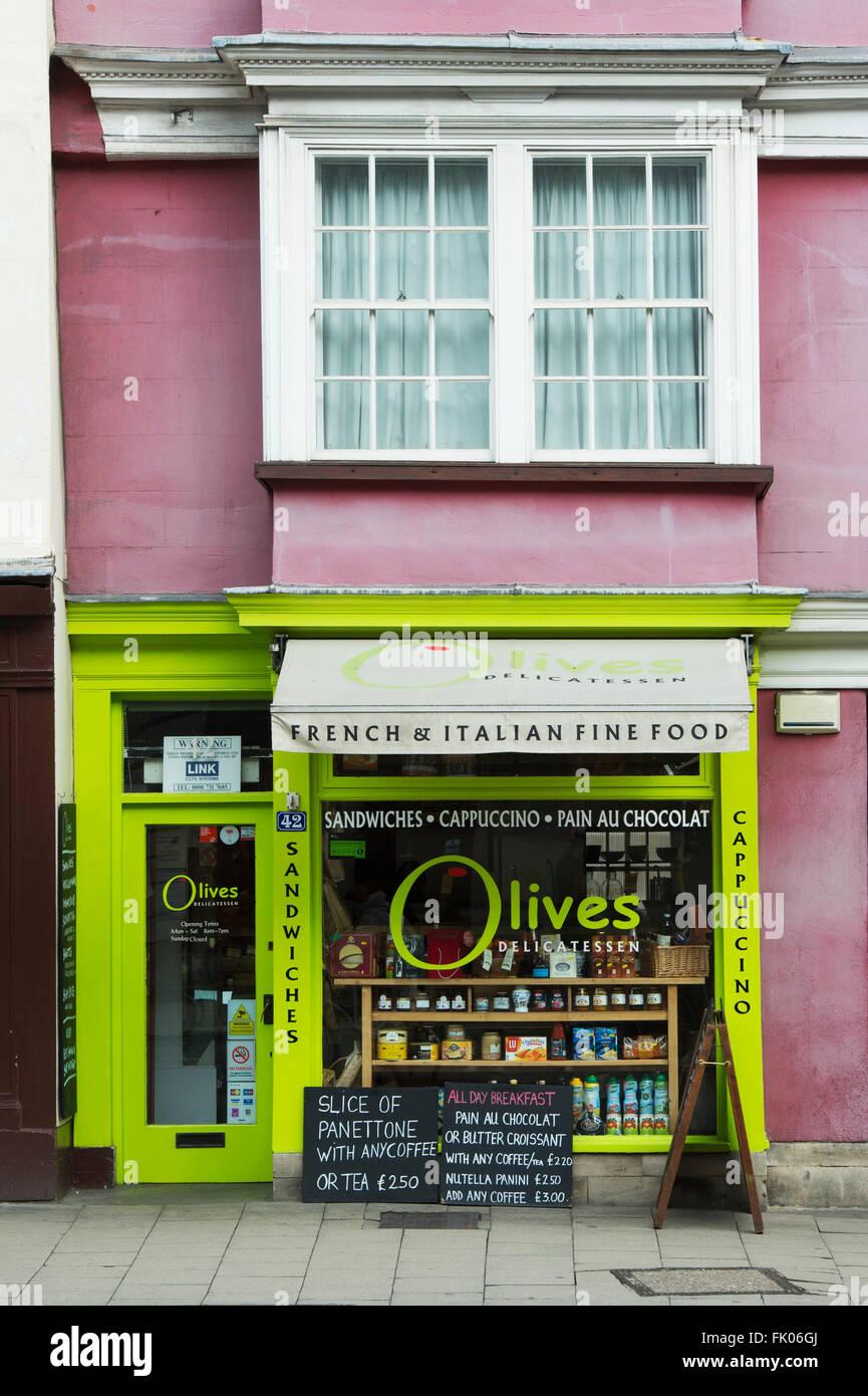 Olives delicatessen shop. High Street, Oxford, England - Stock Image