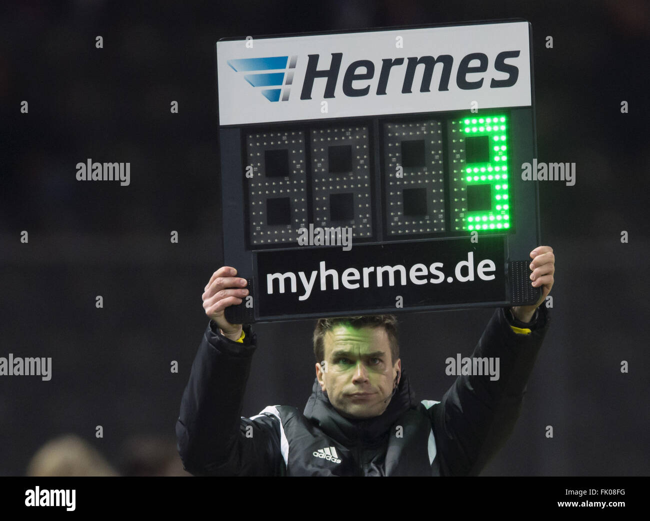 Berlin, Germany. 02nd Mar, 2016. Trhee minutes additional time are shown at the German Bundesliga soccer match between - Stock Image
