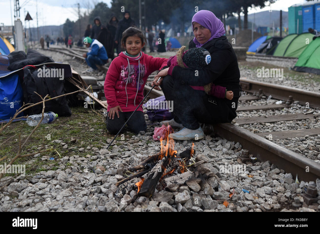 Idomeni, Greece. 04th Mar, 2016. Refugees in the refugee camp in Idomeni, northern Greece, on 04 March 2016, at - Stock Image
