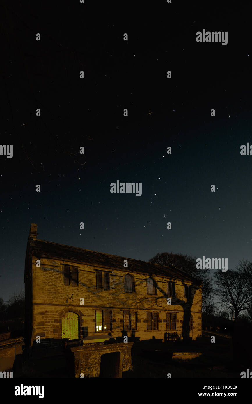 Astro landscape image of the Little Dipper constellation and the Big Dipper (Plough) asterism over the roof of Chinley - Stock Image