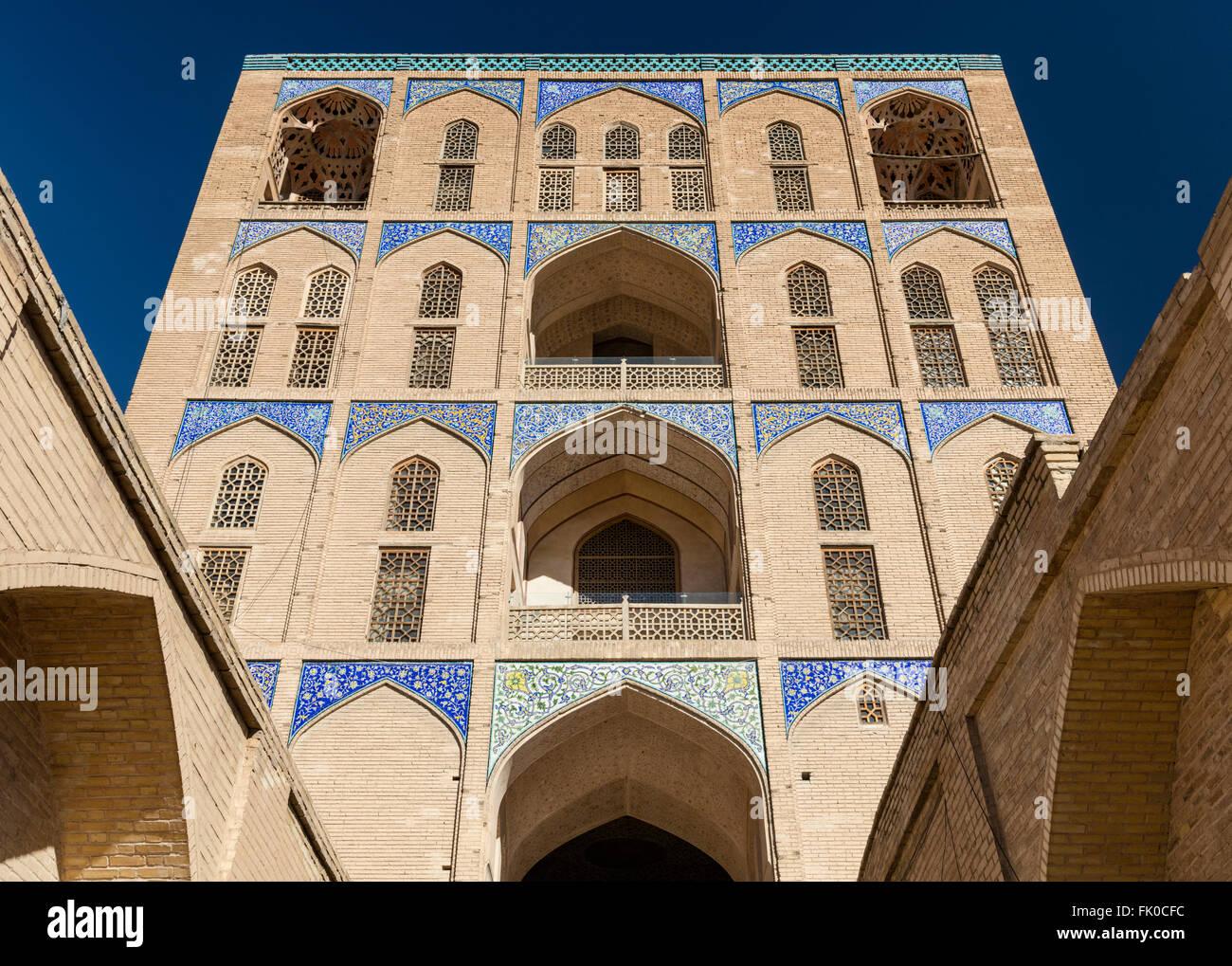 Bright sunshine on Qapu Palace, Imam Square, Isfahan, Iran - Stock Image