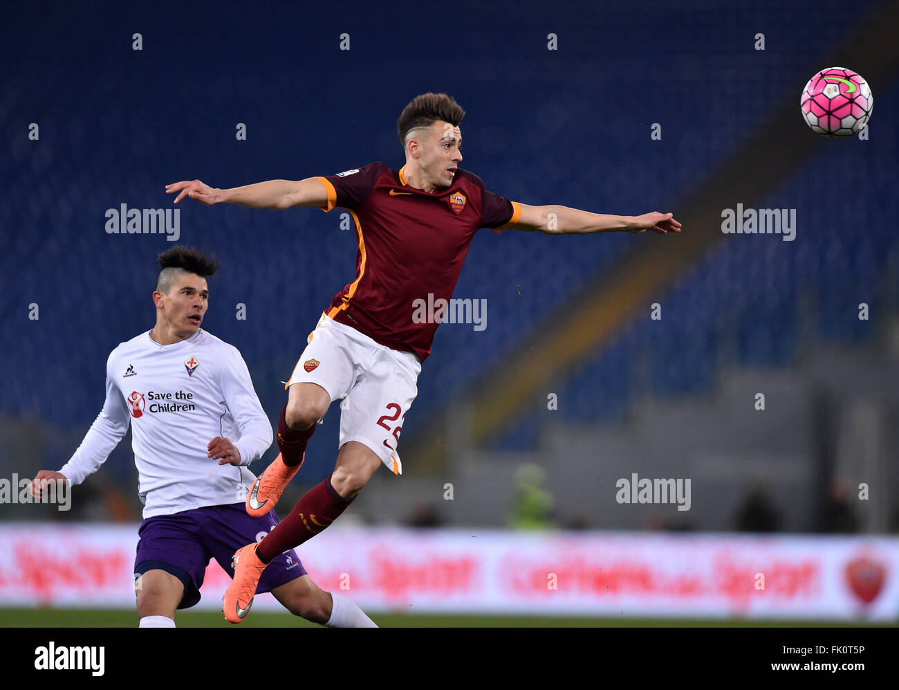 Rome, Italy. 4th Mar, 2016. Roma's El Sharaawy (R) jumps for the ball during the Italian Serie A football match Stock Photo
