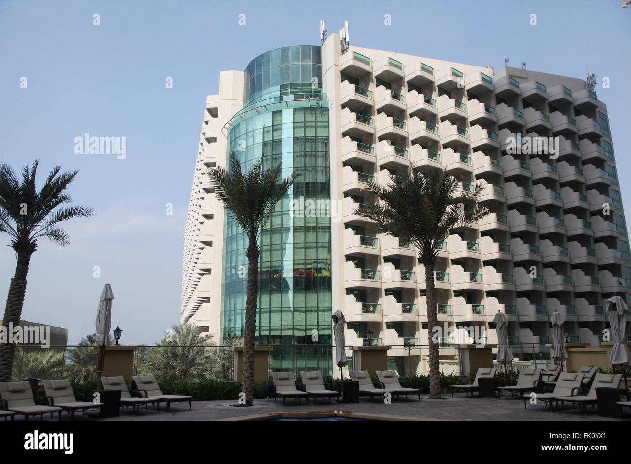 The view of Hilton Jumairah beach hotel on the Gulf shore - Stock Image