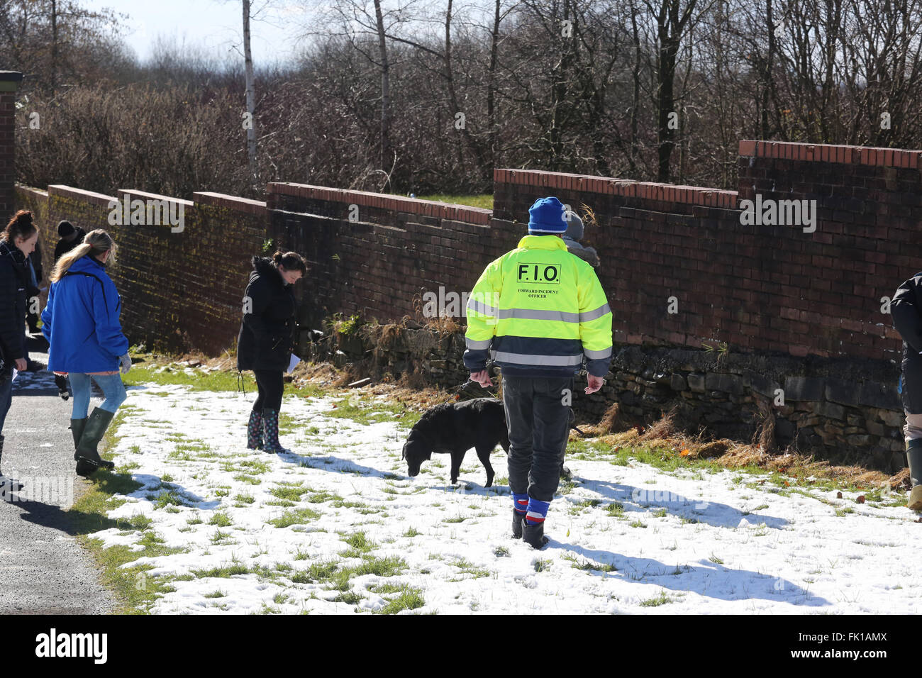Rochdale, UK. 5th March, 2016. Police and members of the public search waste ground for clues to the disappearance - Stock Image