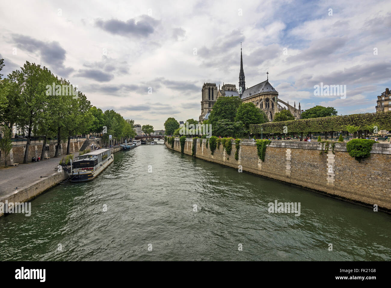 The view on Notre Dame from the Pont de l´Archeveche - Stock Image