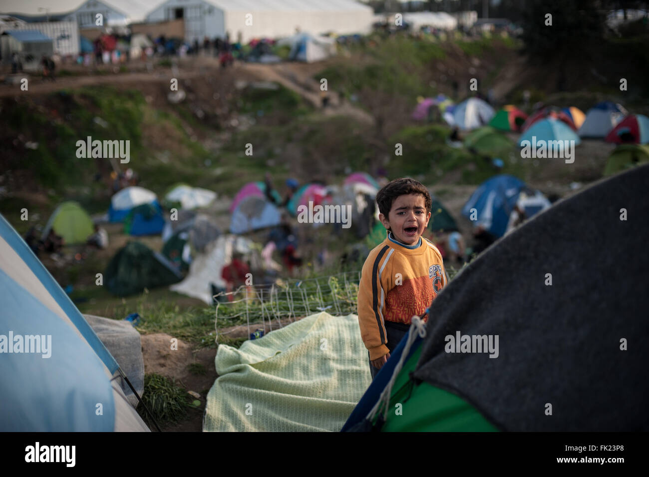Idomeni, Greece. 05th Mar, 2016. A little boy cries in the camp of Idomeni. At Greek-Macedonian border in the camp - Stock Image