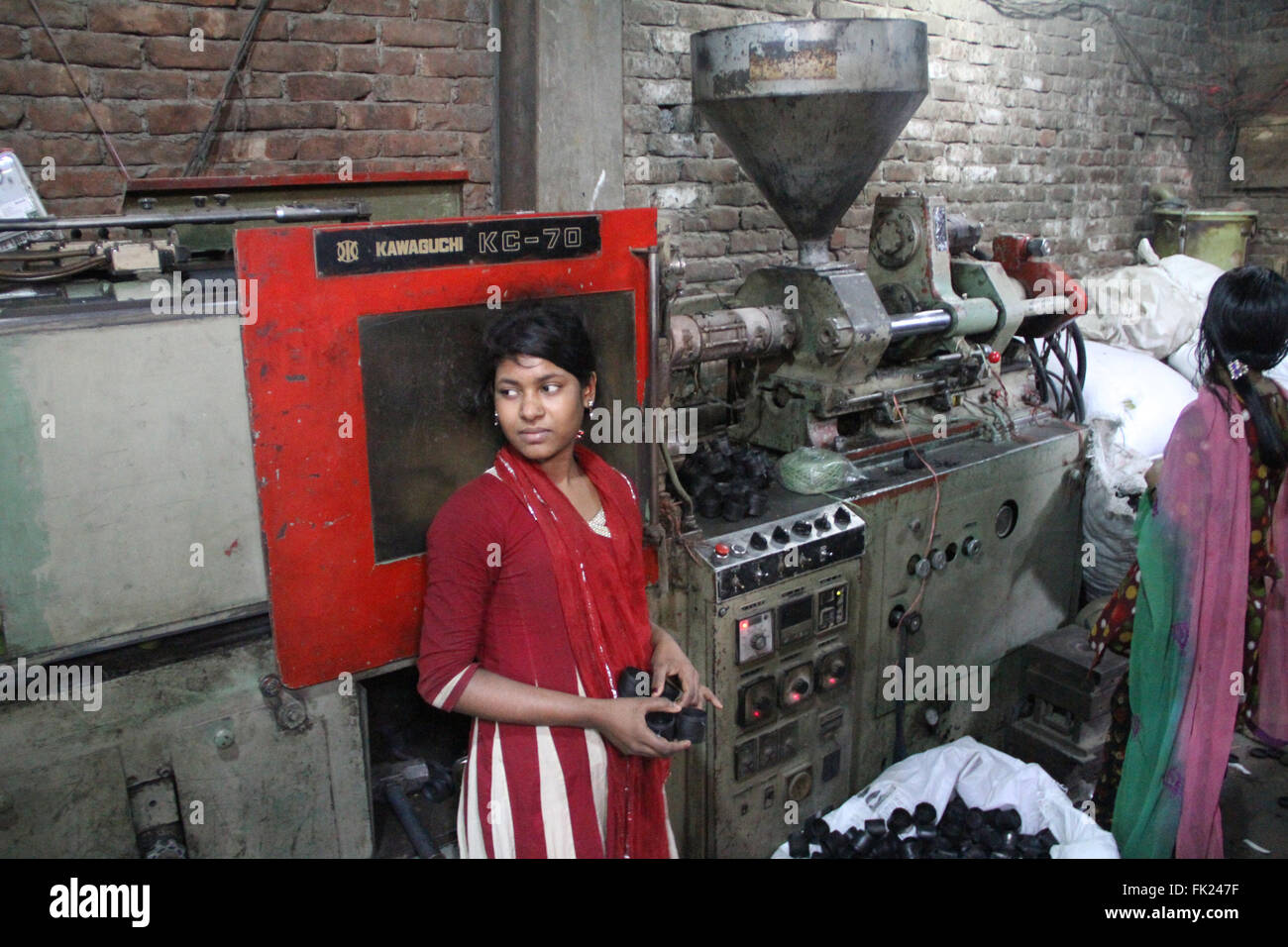 Dhaka, Bangladesh. 5 March 2016. Bangladeshi girls are working at a plastic re-cycle factory at Lalbag in Dhaka, - Stock Image