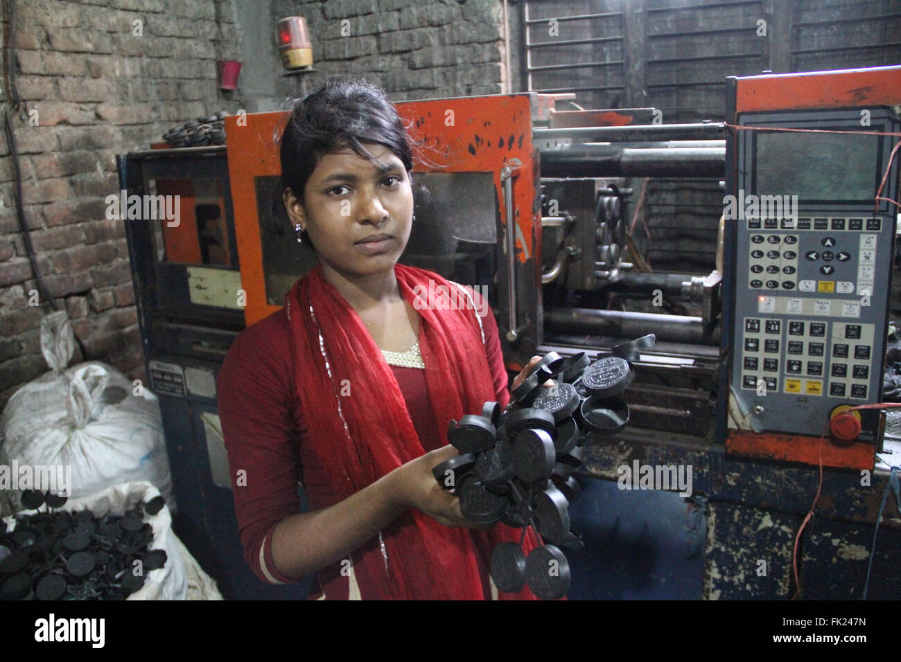 Dhaka, Bangladesh. 5 March 2016. A Bangladeshi girl is working at a plastic re-cycle factory at Lalbag in Dhaka, - Stock Image