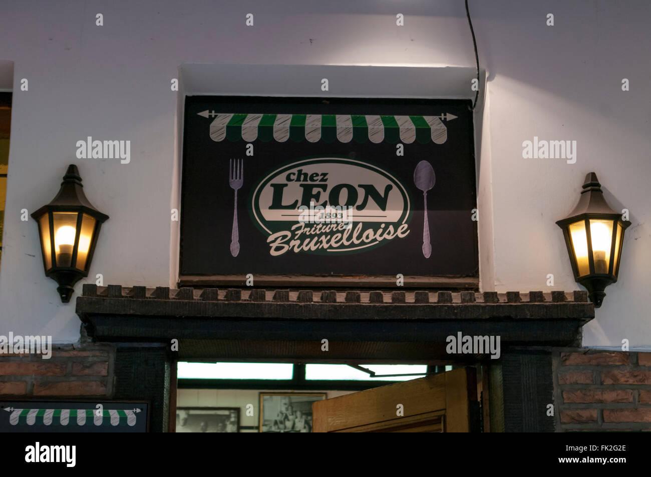 Sign of the traditional Chez Léon restaurant, established 1893. Bruxelles, Belgium. - Stock Image