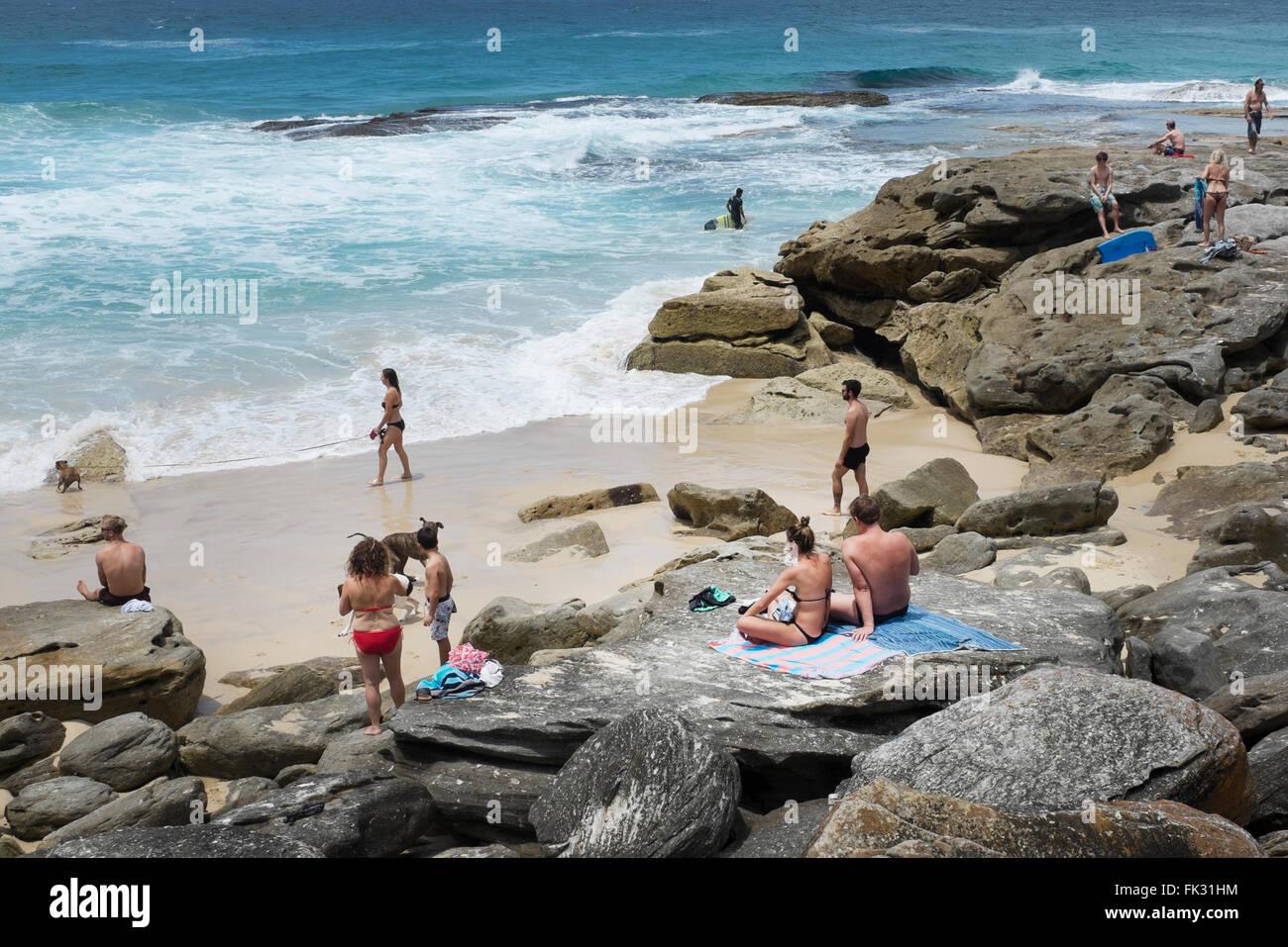 people in a cove along the Coogee to Bondi coastal walk, Sydney, NSW, Australia - Stock Image