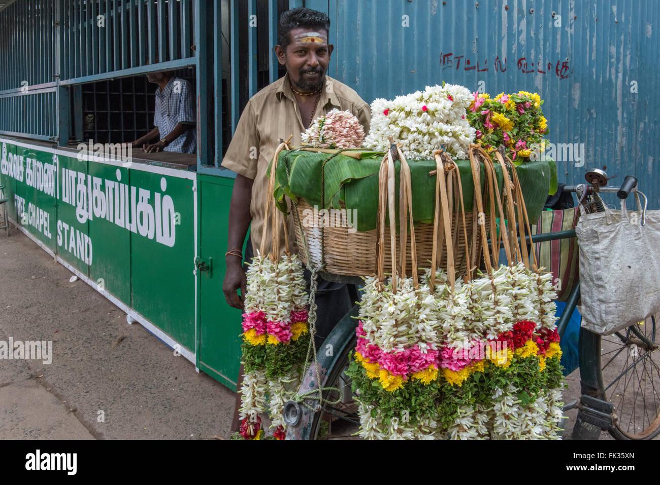 Мужчина и цветы бог