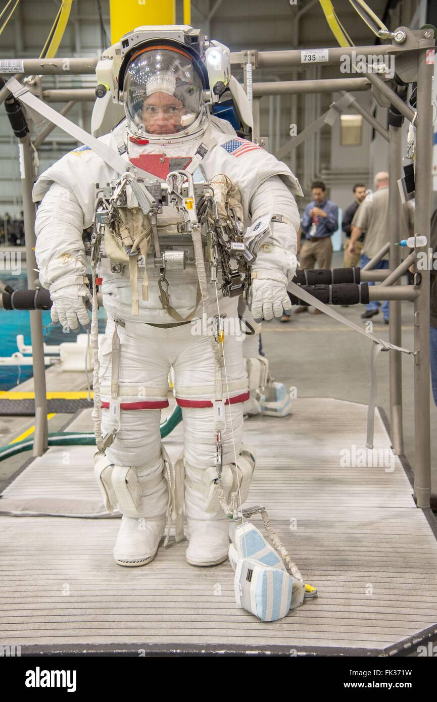 an astronaut in his space suit and with a propulsion - photo #10