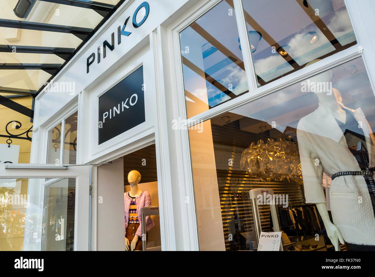 cheap for discount 6833d 5f36e Pinko Shop Stock Photos & Pinko Shop Stock Images - Alamy