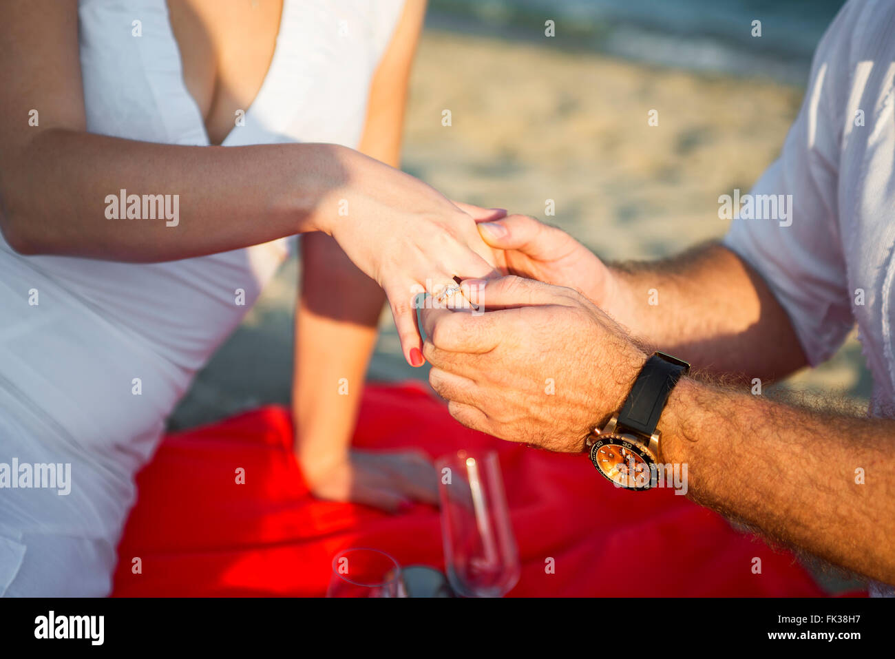 Marriage Proposal at sunset tropical beach - Stock Image