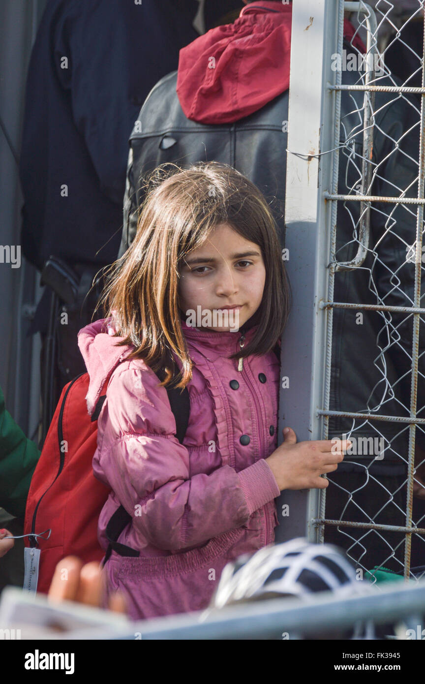 A little girl standing at the fence on Greece-Macedonia border - Stock Image