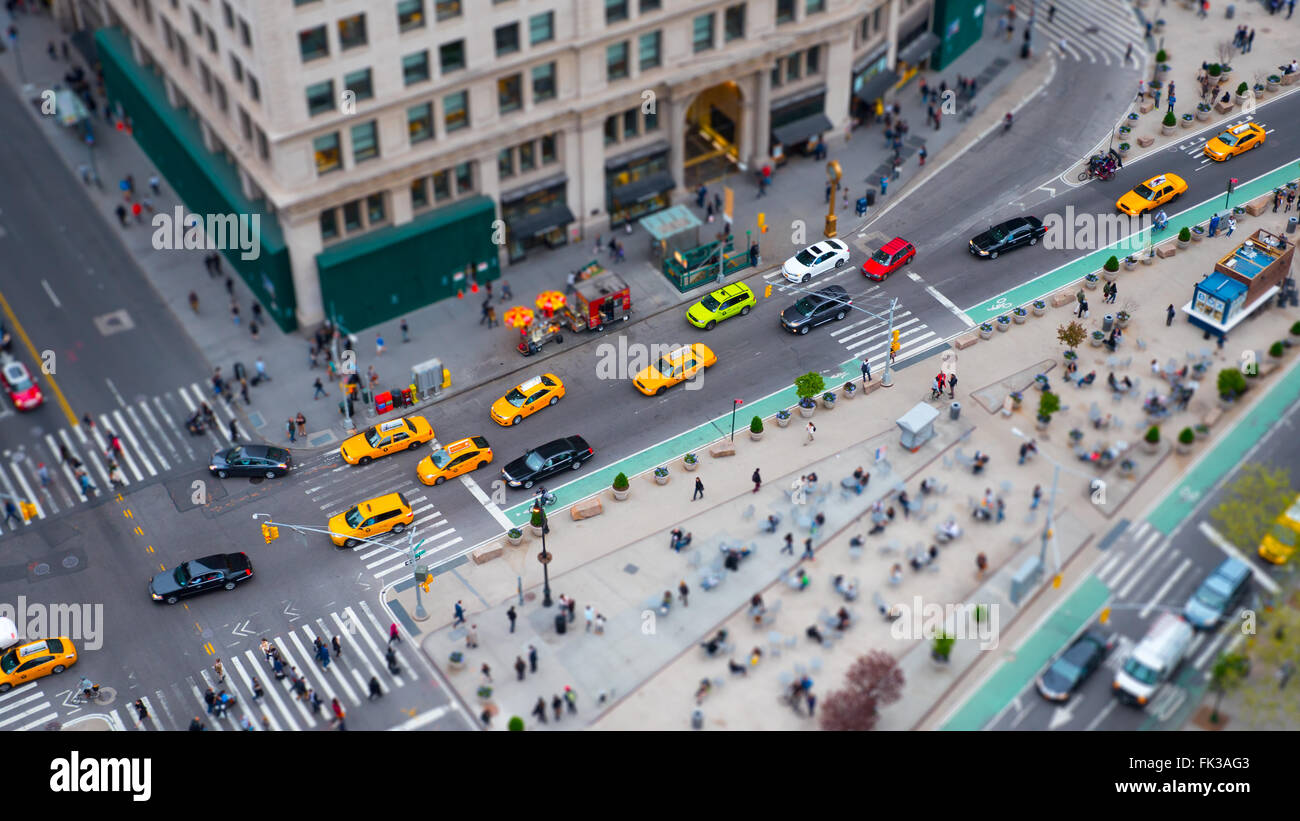 Traffic and pedestrians pass through the Madison Square intersection of 5th Avenue and 23rd / 24th Streets in a - Stock Image